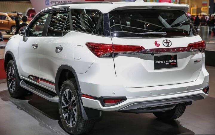 Thiết kế đuôi xe Fortuner 2020