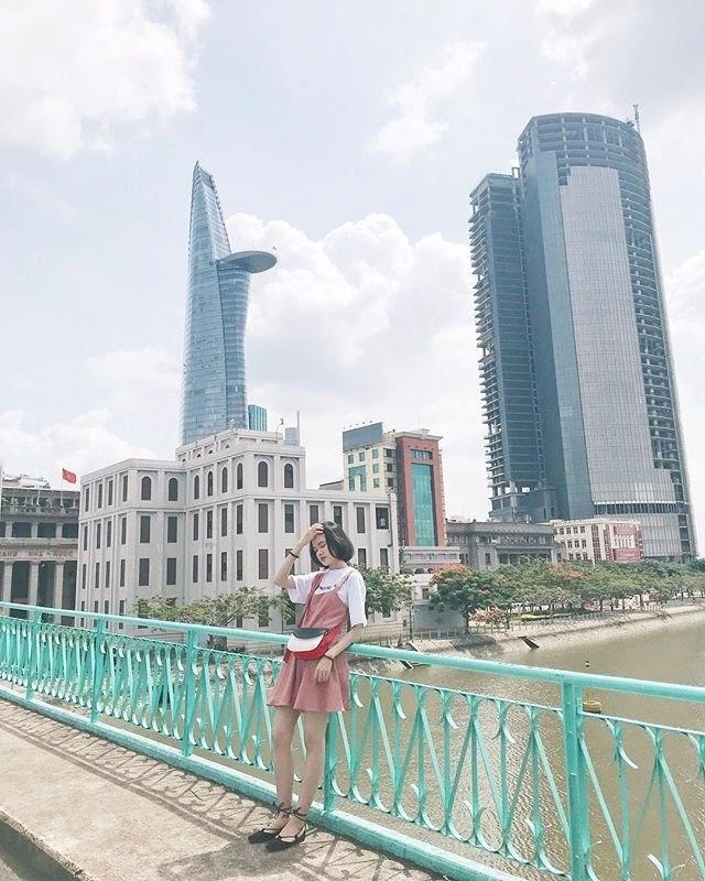 Chụp ảnh check-in tại Cầu Mống, Sài Gòn