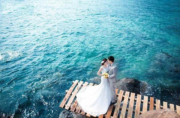 Bộ ảnh cưới đẹp thực hiện tại hồ đá
