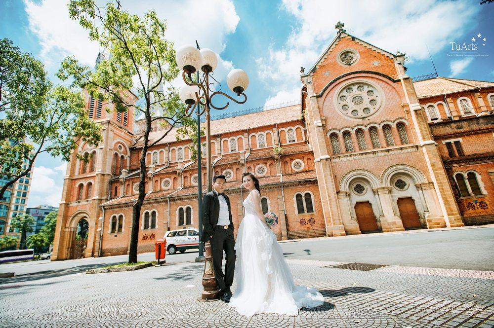 Vô số các bộ ảnh cưới đẹp đều được thực hiện tại nhà thờ Đức Bà