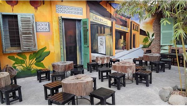 Không gian bên ngoài quán Dream Art Coffee