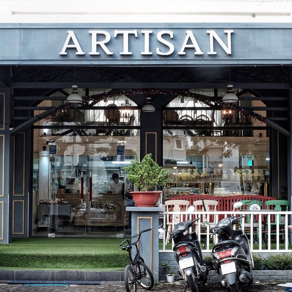 Mặt tiền quán Artisan Bakery & Coffee khá rộng và đẹp