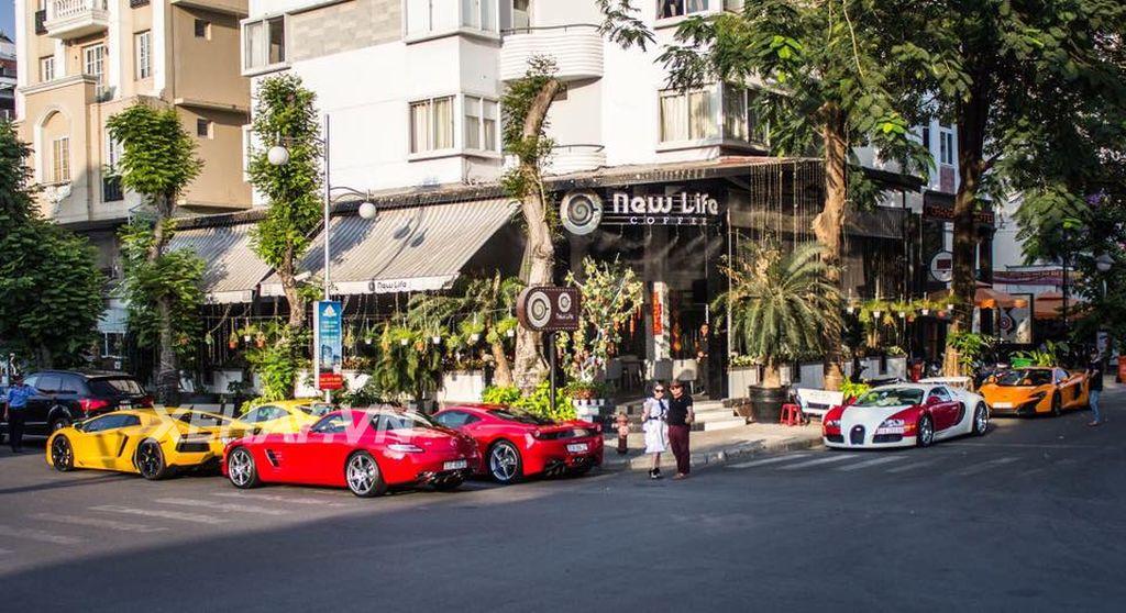 New Life Coffee nằm ở một góc phố lớn quận 7