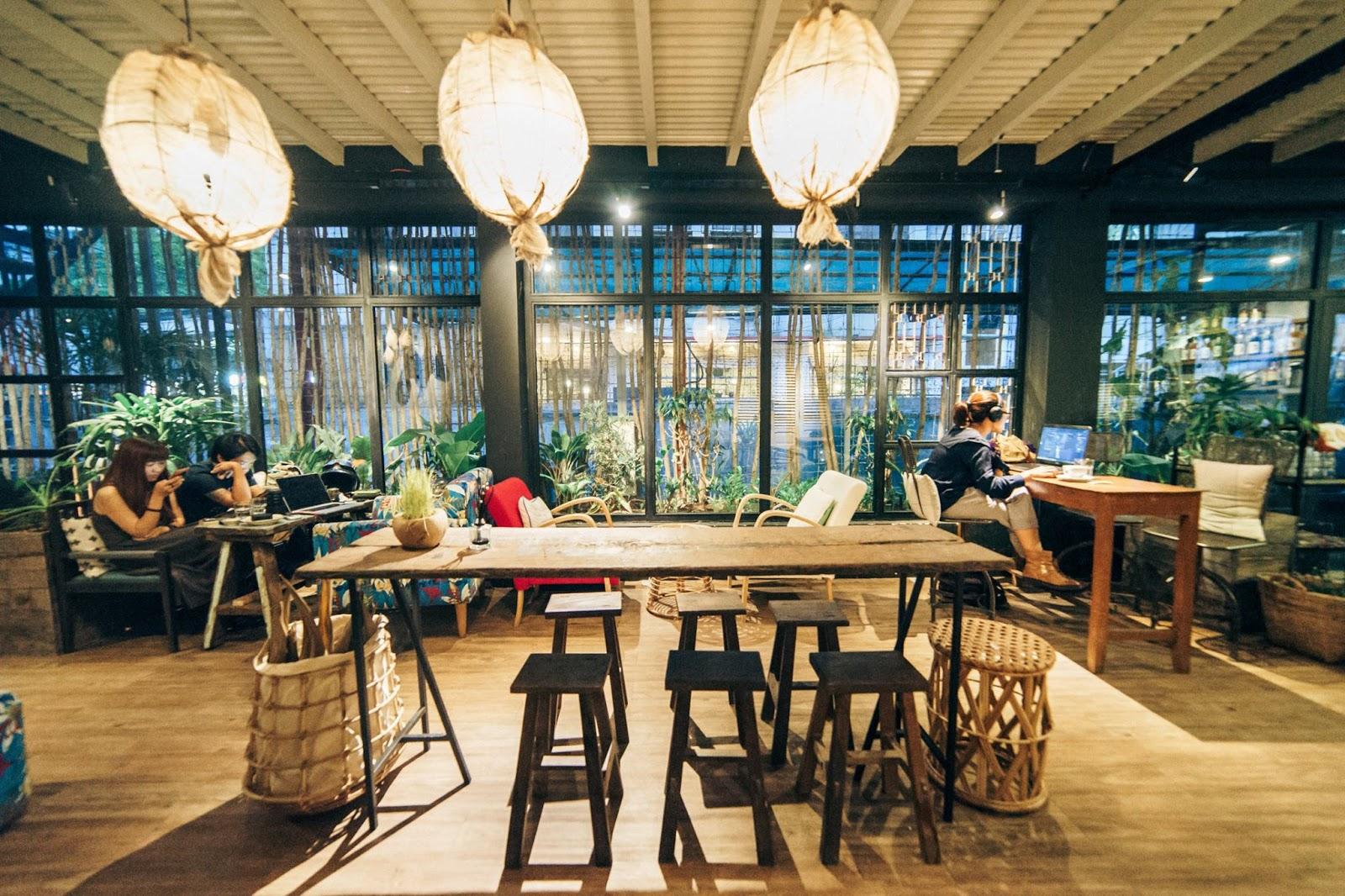 Cafe Năm Mười Lăm Năm diện tích khiêm tốn nhưng view đẹp khỏi chê
