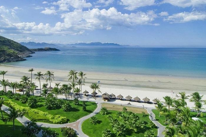 Bãi tắm xinh đẹp - Phạm Văn Đồng