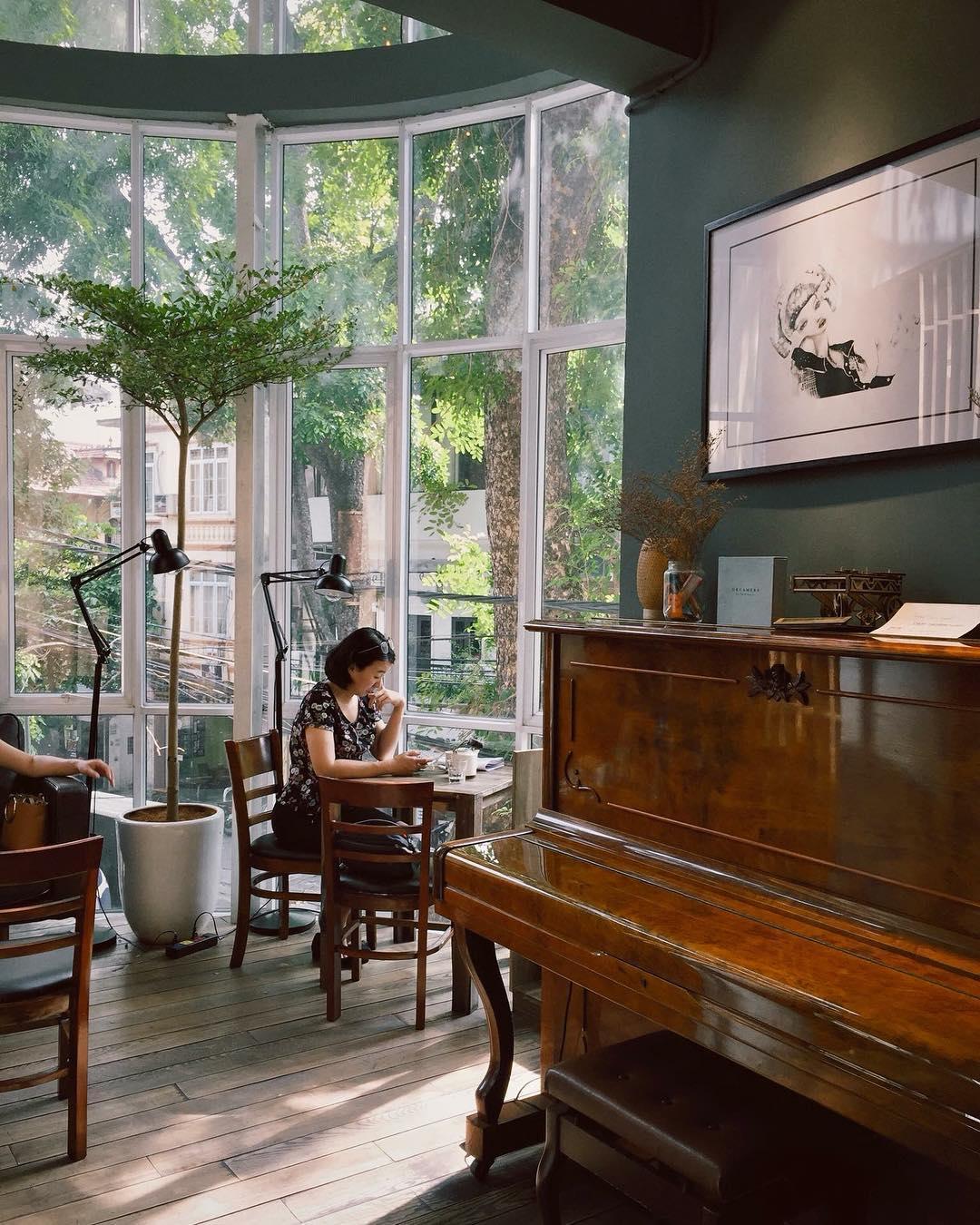 Một góc nhỏ trong quán Tranquil Books & Coffee