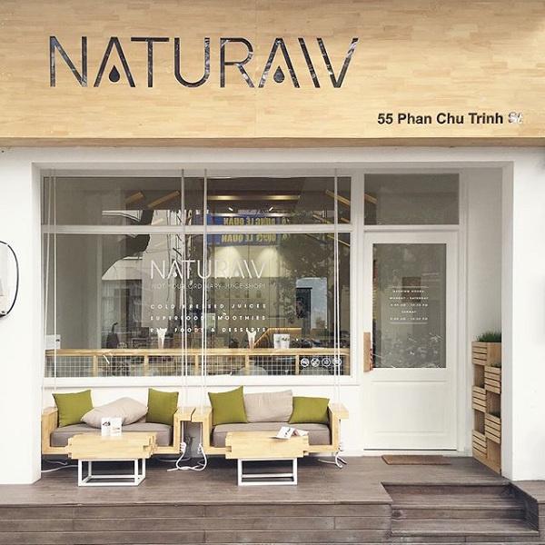 Phía trước quán cafe Naturaw tại đường Phan Chu Trinh