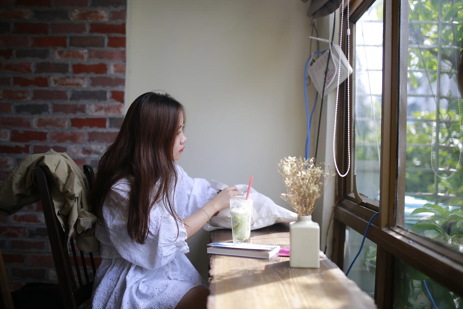 Một ngày cuối tuần của bạn trẻ tại Lau Cafe
