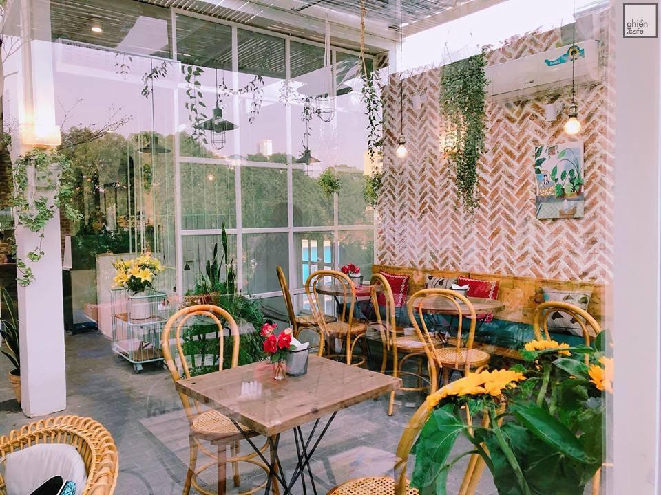 Không gian Cup of Tea Cafe & Bistro Nguyễn Khang, Cầu Giấy cực xinh xẻo