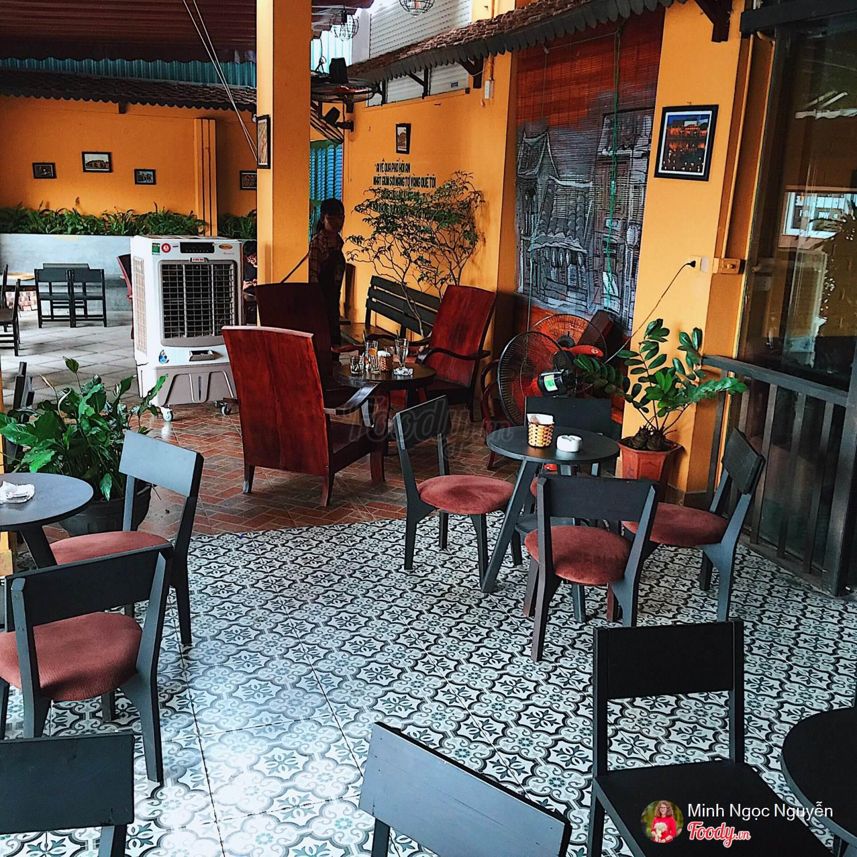Thiết kế quán gợi nhớ tới các quán cafe ở Hội An