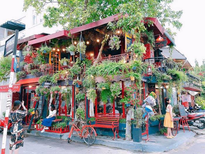 Bonjour Cafe The Art nổi bật giữa lòng Sài Gòn