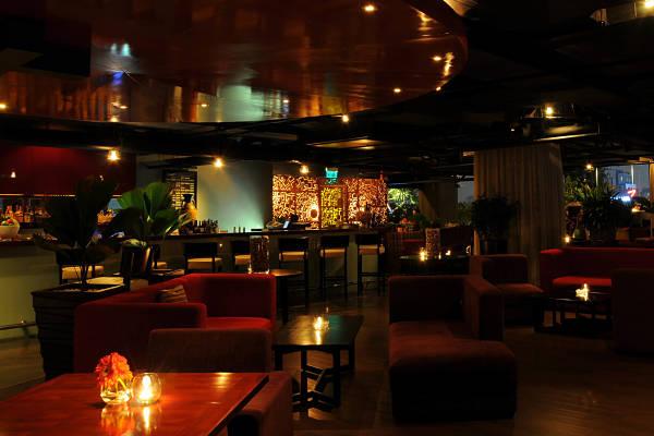 Không gian ấm cúng tại Shri Restaurant & Lounge