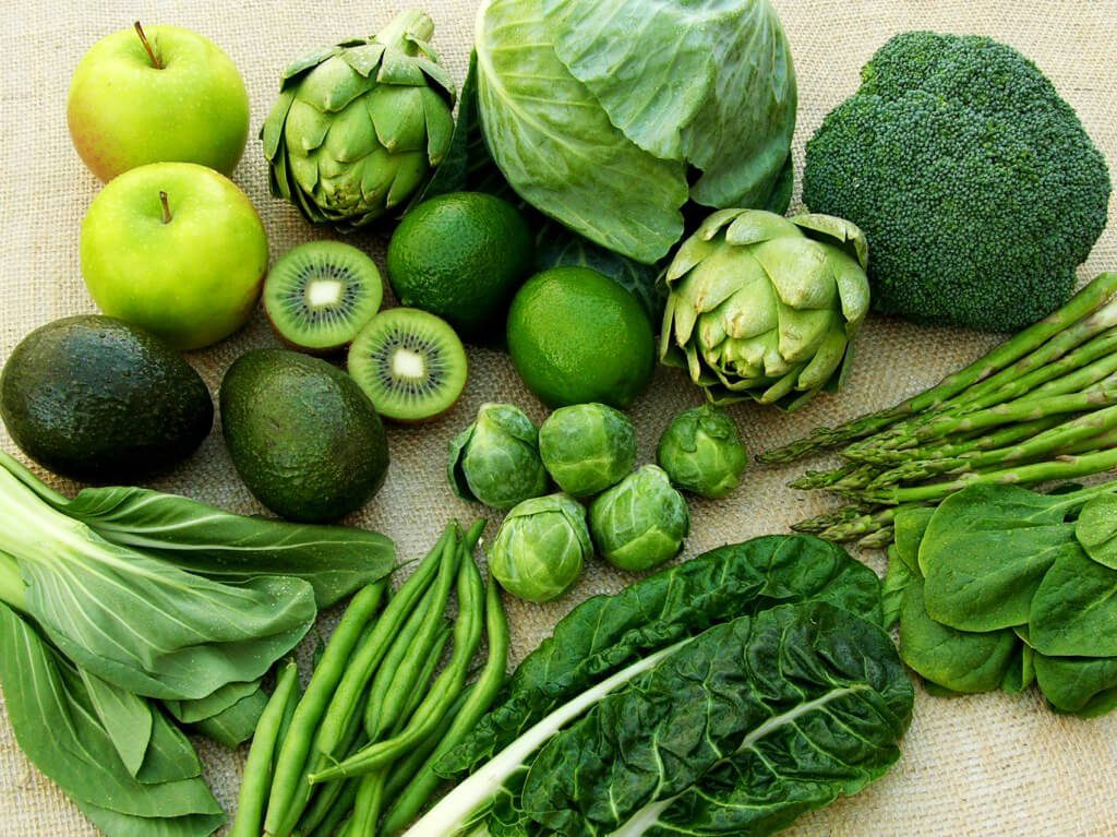 Cho trẻ ăn rau có màu xanh đậm tăng sức đề kháng phòng dịch Corona