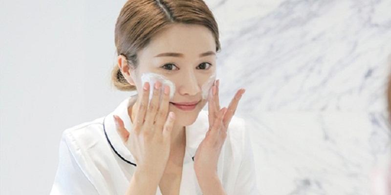 Rửa mặt đúng cách để có làn da mịn màng