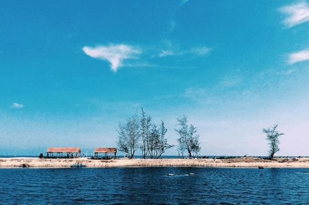 Cảnh trời mây bao la giữa thiên nhiên Hồ Tràm