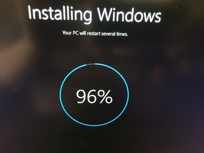 Chọn Reset và bắt đầu đầu quá trình Reset lại máy tính Win 10